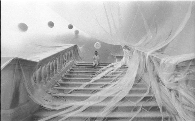 Franco Mazzucchelli, Riappropriazione, Villa reale, Monza, 1978. Fotografia di Enrico Cattaneo