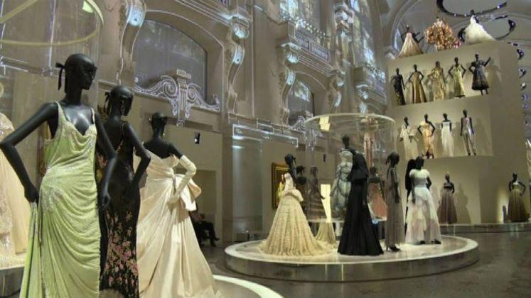 La storia di Dior in 300 abiti, mostra per i 70 anni della maison