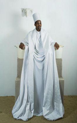 Maïmouna Guerresi, Throne in White, 2016 © Maïmouna Guerresi & Mariane Ibrahim Gallery