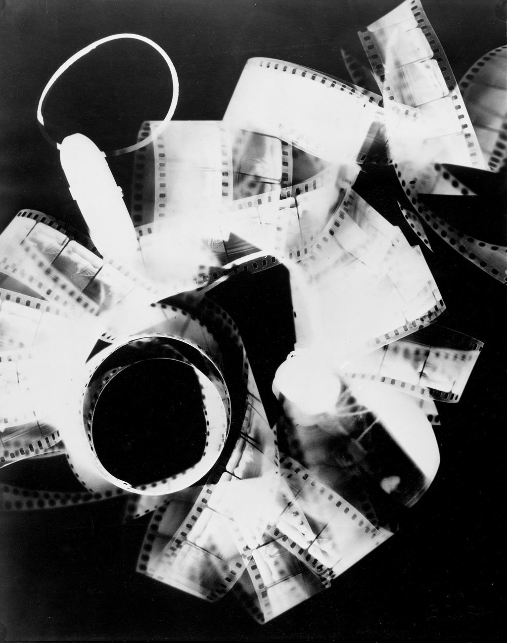 Man Ray, Ohne Titel (Rayografie), 1923, Silbergelatineabzug Museum Ludwig, Köln © Rheinisches Bildarchiv, Köln © MAN RAY TRUST_Bildrecht, Wien, 2017-18