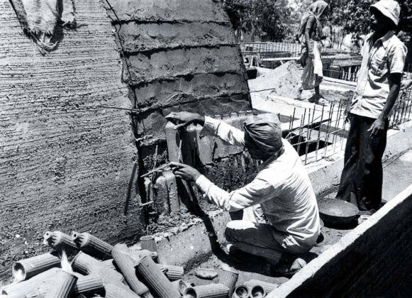 Sangath, lo studio di Doshi sede di Vastu Shilpa Foundation e Vastu Shilpa Consultants. Cantiere