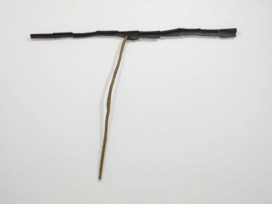 Silvano Tessarollo, In hoc signo, terra e cera, 2017