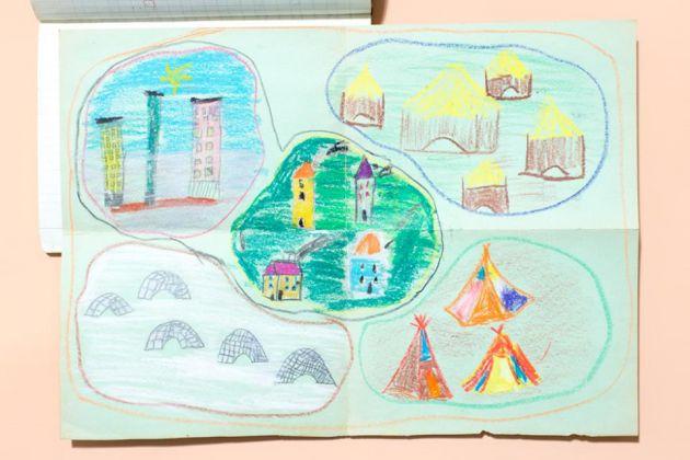 Un insieme di case (e i suoi sottoinsiemi) disegnato da una bambina di prima elementare di Milano, 1968