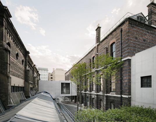 Weston Bridge and The Lovelace Courtyard © Simon Menges