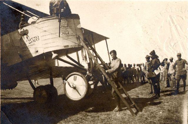 1917, i preparativi per il volo su Pola. Archivio Fondazione Vittoriale degli Italiani
