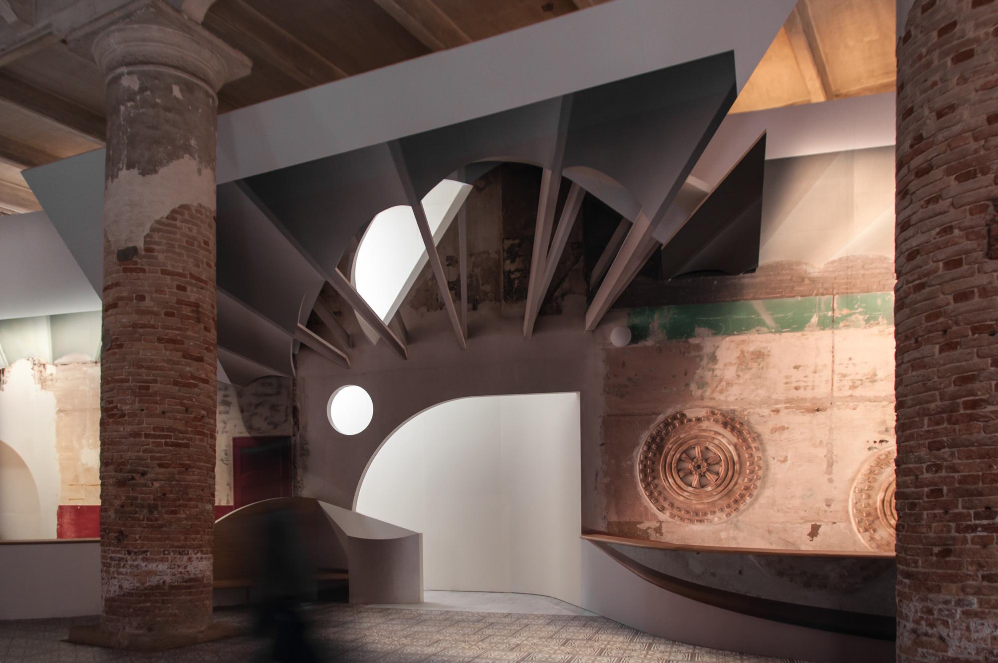 Biennale di Architettura di Venezia 2018. Arsenale. Flores&Prats, Liquid Light. Photo Irene Fanizza