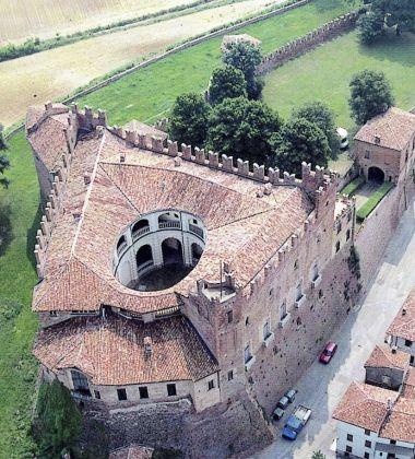 Castello di Montemagno, Asti Vista dall'alto