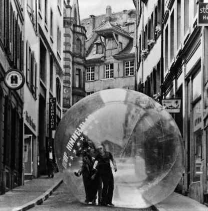 Coop Himmelb(l)au, Restless Sphere, Basilea, 1971. Photo © Peter Schnetz
