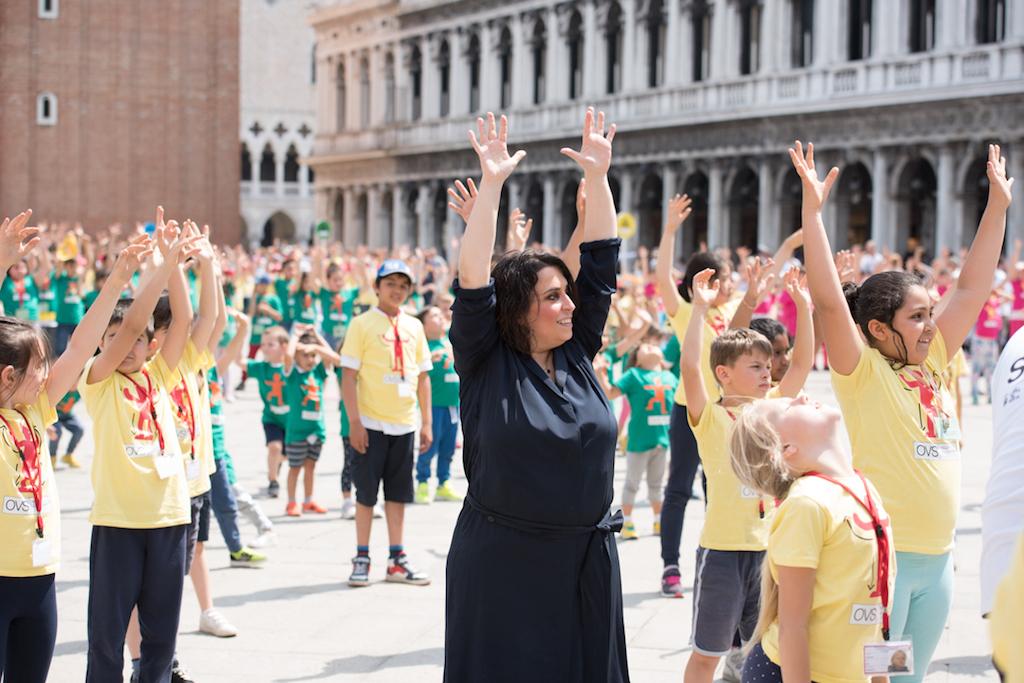 Alcune immagini dalla performance di Marinella Senatore a Venezia insieme a mille bambini. Ph Francesca Bottanzin