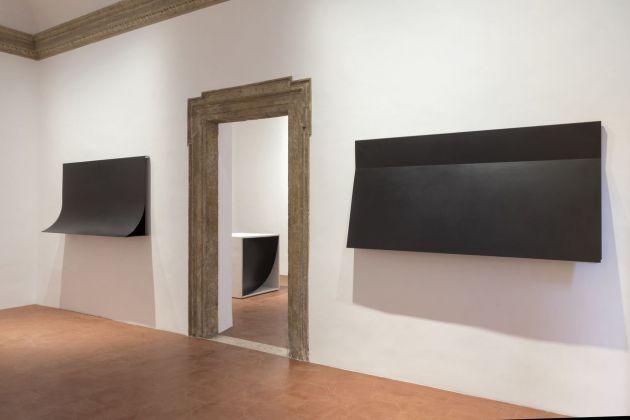 Francesco Lo Savio. I Metalli (1962 e 1960) nella prima sala e Articolazione Totale del 1962 nella seconda sala