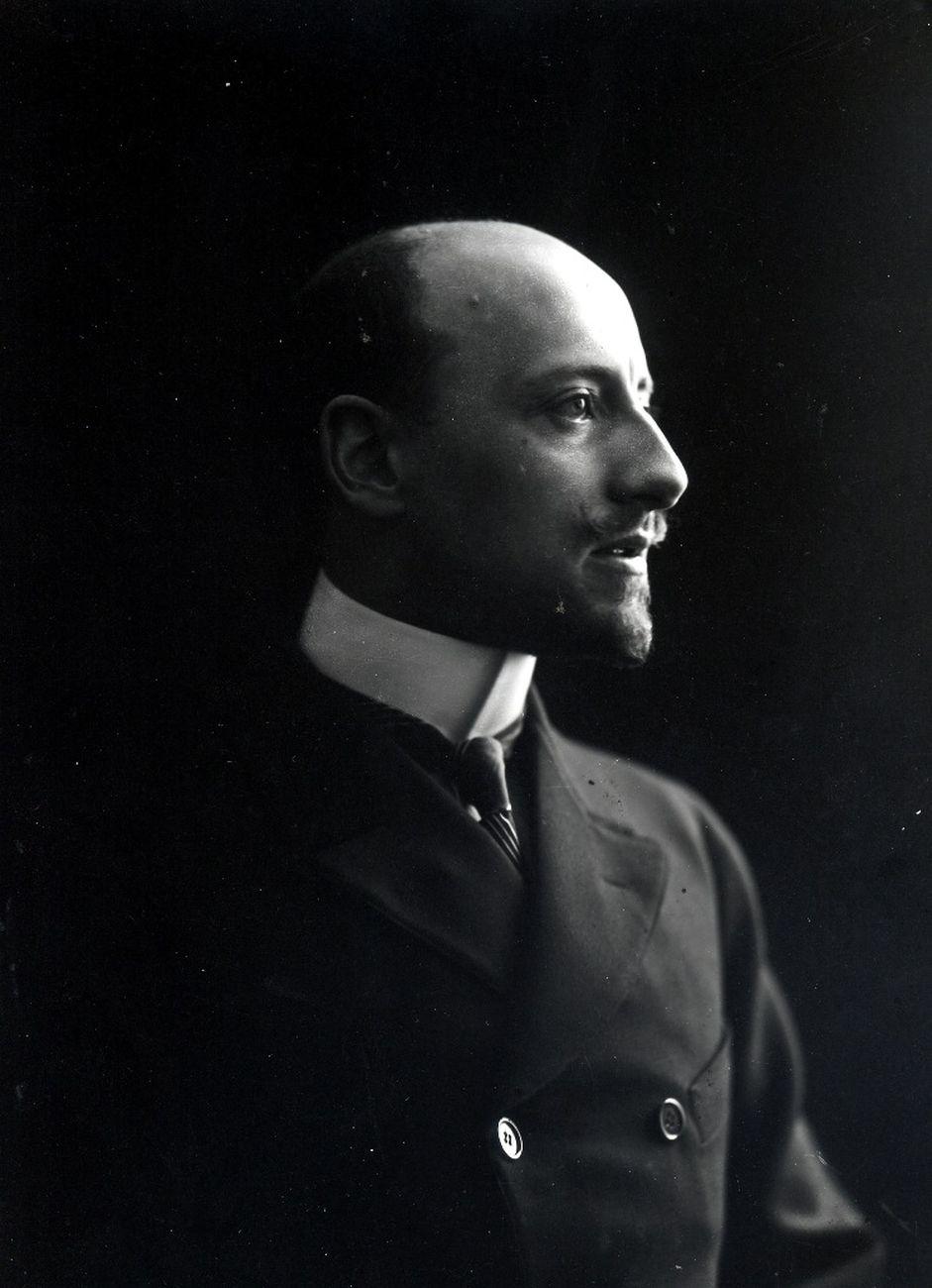 Gabriele D'Annunzio ai tempi della Capponcina. Archivio Fondazione Vittoriale degli Italiani