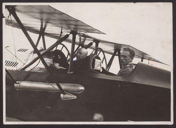 Gabriele D'Annunzio e Natale Palli in partenza per il Volo su Vienna. Archivio Fondazione Vittoriale degli Italiani