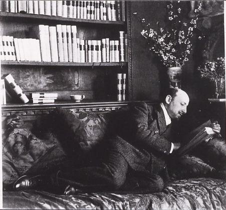Gabriele D'Annunzio nel suo studio alla Capponcina. Archivio Fondazione Vittoriale degli Italiani