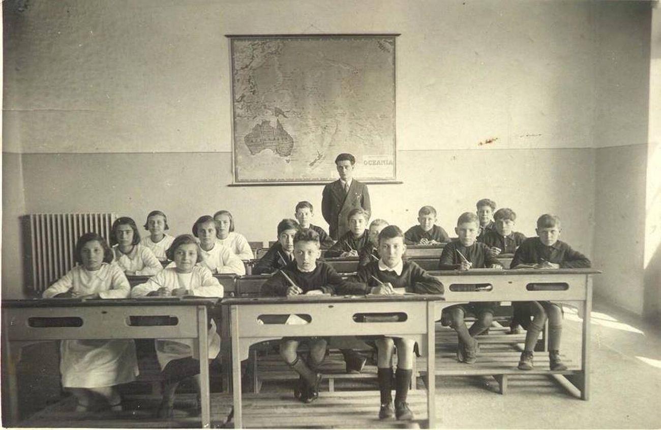 Giorgio Caproni con una delle sue classi