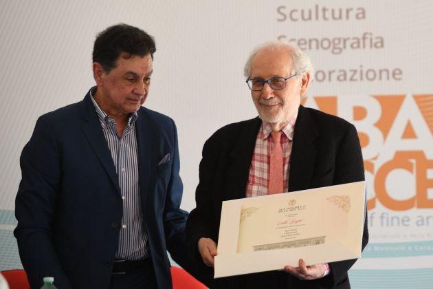 Il direttore Andrea Rollo con Emilio Isgrò durante il conferimento della laurea honoris causa, Accademia di Belle Arti di Lecce, 2018. Photo Stefano Cacciatore
