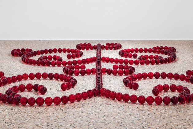 James Lee Byars, Le Petit Ange rouge (particolare). Installation view, Venezia 2018. Photo Enrico Fiorese