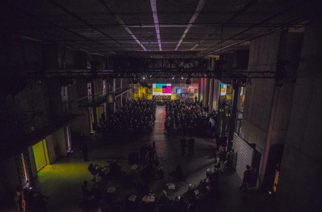 La sala del summit presso E Werk a Berlino. Photo credit The New York Times Art Leaders Network