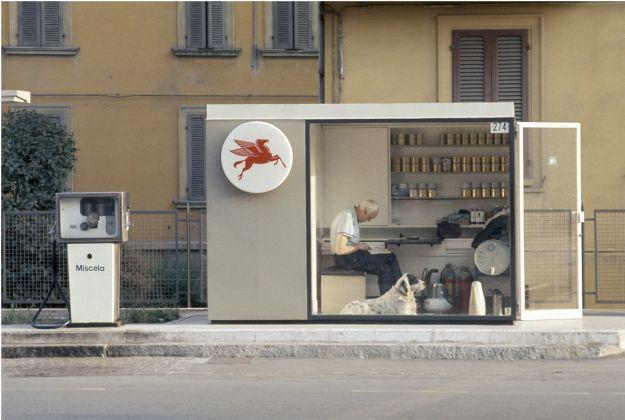 Luigi-Ghirri-Modena-1973-Abzug-1979-C-Print-186-x-283-cm-©-Eredi-Luigi-Ghirri