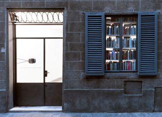 Roman Ondak. Objects in the mirror. Installation view at BASE, Firenze 2018. Courtesy BASE, Firenze. Photo OKNO Studio