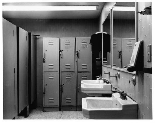 Sharon Lockhart, Men's Locker Room Women's Locker Room BMW AG, Berlin Plant, Germany 1998 © Sharon Lockhart, 1998. Courtesy l'artista, neugerriemschneider, Berlino e Gladstone Gallery, New York e Bruxelles