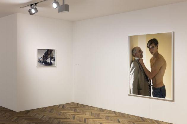 Torbjørn Rødland. The Touch That Made You. Exhibition view at Fondazione Prada Osservatorio, Milano 2018. Courtesy Fondazione Prada. Photo Andrea Rossetti. A sx, Pump, 2008-10. A dx, Midlife Dilemma, 2015