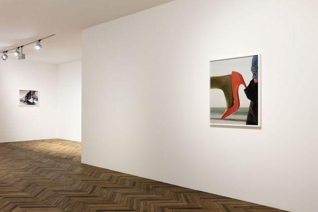 Torbjørn Rødland. The Touch That Made You. Exhibition view at Fondazione Prada Osservatorio, Milano 2018. Courtesy Fondazione Prada. Photo Andrea Rossetti. A sx, Pump, 2008-10. A dx, Red Pump, 2014