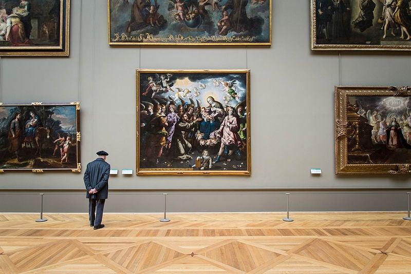 Visitatore al Louvre