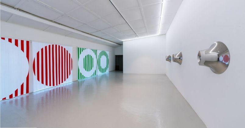 A sinistra Daniel Buren, a destra Anish Kapoor. Courtesy Galleria Continua