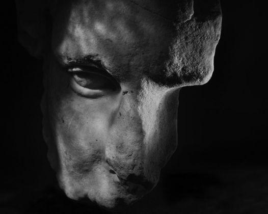 Antonio Biasiucci, Magazzino delle Corazze, 2015. Dettaglio della composizione di 28 foto. Musei Vaticani, Collezione d'Arte Contemporanea. Foto Antonio Biasiucci © Governatorato SCV – Direzione dei Musei