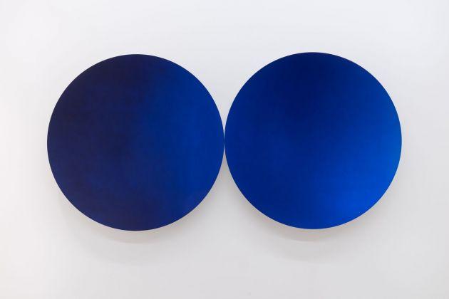 Anish Kapoor, Two Blues (Glisten), 2018. Courtesy Galleria Continua