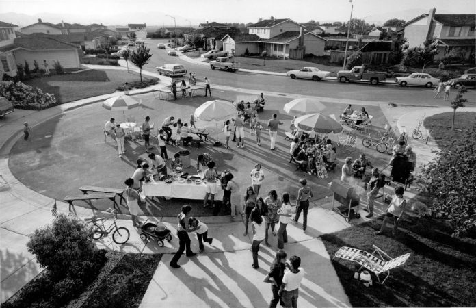 Bill Owens, Party East Bay, dalla serie Suburbia, 1972