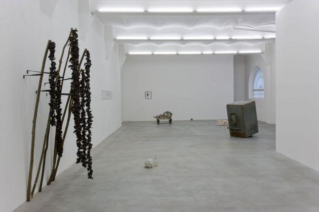 Chiara Camoni, La buona vicinanza, 2009, exhibition view, SpazioA, Pistoia