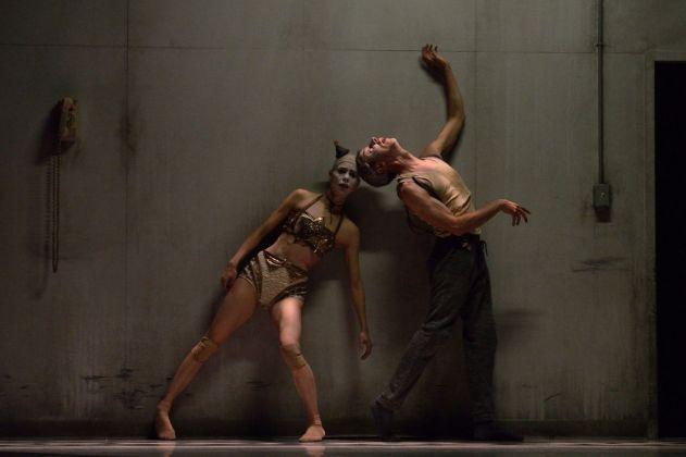 Crystal Pite & Jonathon Young, Betroffenheit. Photo © Michael Slobodian