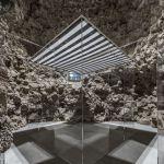 Daniel Buren, La Cabane éclatée II transparente, 2018