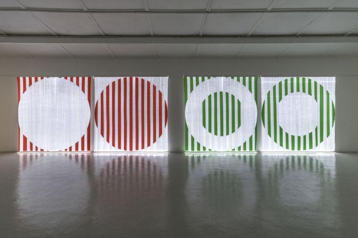 Daniel Buren, Quand le Textile s'éclaire, 2014. Courtesy Galleria Continua