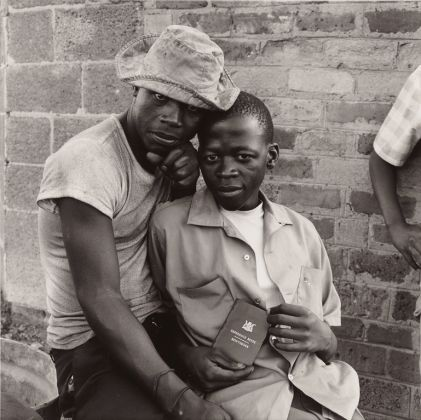 David Goldblatt, Young Men with dompas, White City, Jabavu, Soweto, 1972