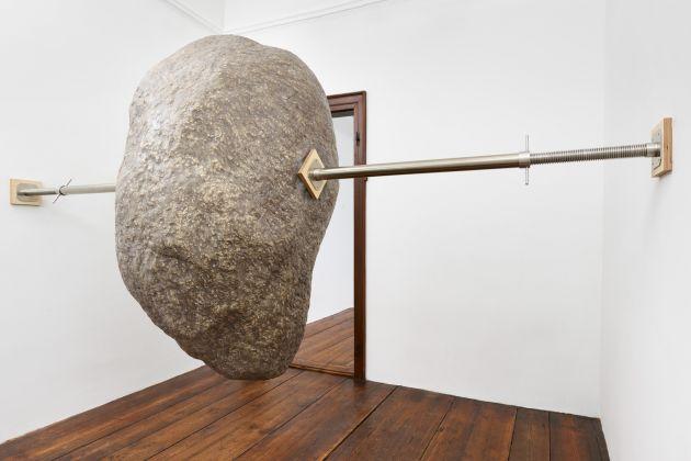 Elmgreen & Dragset, Hanging Rock, 2017 Courtesy of the artist and König Galerie
