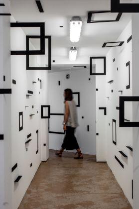 Esther Stocker, exhibition view at Extedend architectures, Galleria Alberta Pane, Venezia 2018, photo Irene Fanizza