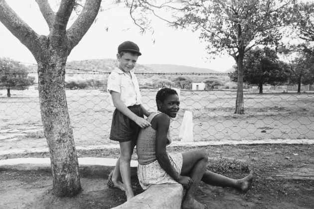 David Goldblatt, Farmer's son with his nursemaid, Marico Bushveld, December 1964