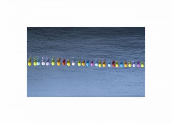 Hale Tenger, Balloons on the Sea, 2011. Courtesy l'artista