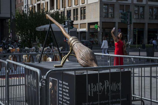 Harry Potter. The Exhibition. La scopa Nimbus 2000 in Via Moscova, Milano 2018. Photo Elena Arzani