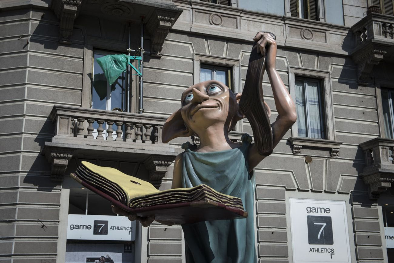 Harry Potter. The Exhibition. L'elfo Dobby in Piazza Argentina, Milano 2018. Photo Elena Arzani