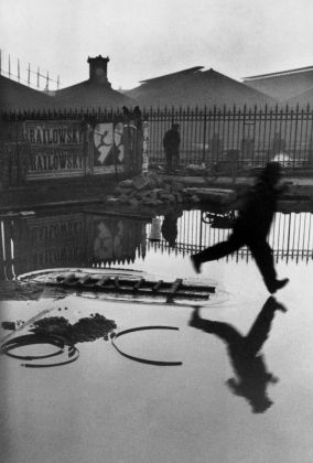 Henri Cartier-Bresson, Paris, Place de l'Europe. Gare Saint Lazare. 1932 credit Henri Cartier-Bresson Magnum Photos
