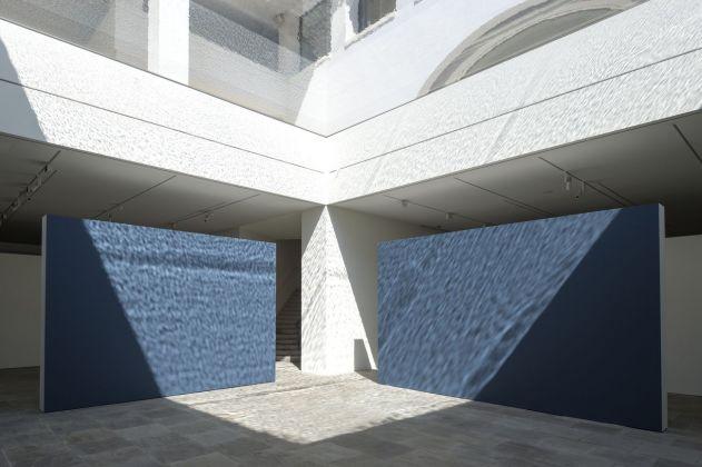 Il soffitto ad acqua della Fondazione Carmignac © Fondation Carmignac. Photo Marc Domage