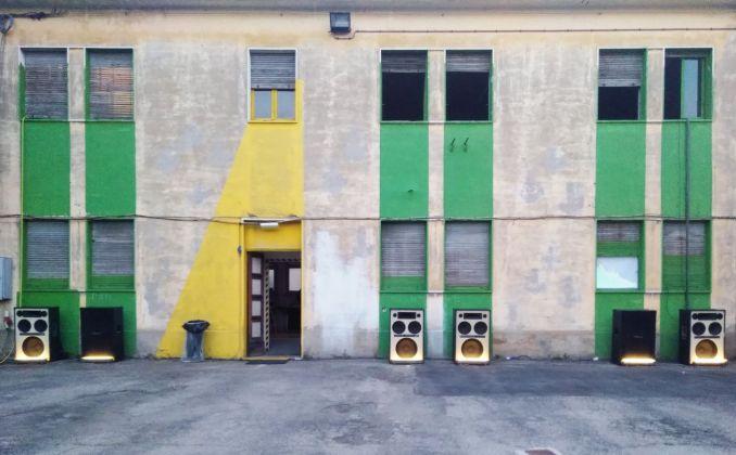 Ipercorpo, Forlì 2018. Installazione sonora allestita nel cortile dell'EXATR. Photo Daniele Perra