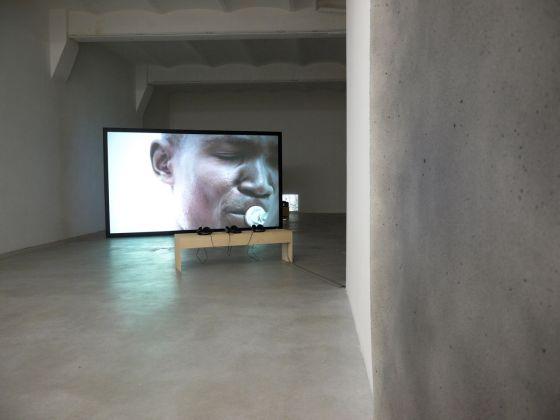 Katarina Zdjelar, My lifetime (Malaika), 2013, exhibition view, SpazioA, Pistoia