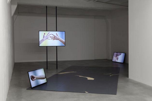 Katarina Zdjelar, Not a Pillar Not a Pile (Tanz für Dore Hoyer), 2018, exhibition view, SpazioA, Pistoia