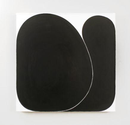 Gary Kuehn, Black Painting, 2016, acrilico su tela 61 x 61 cm. Courtesy Häusler Contemporary München | Zürich. Foto: Mischa Scherrer