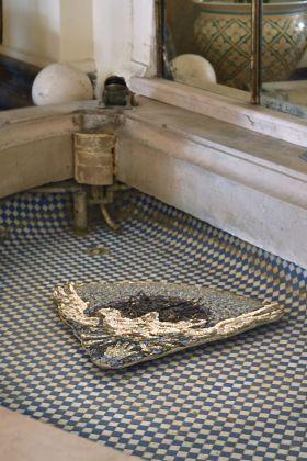Leonardo Pivi, Mosaico maschera doppia rondine (inspired by the stories of Francesco Cavaliere), 2018
