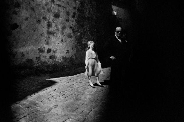 Letizia Battaglia, La bambina e il buio, Baucina, 1980
